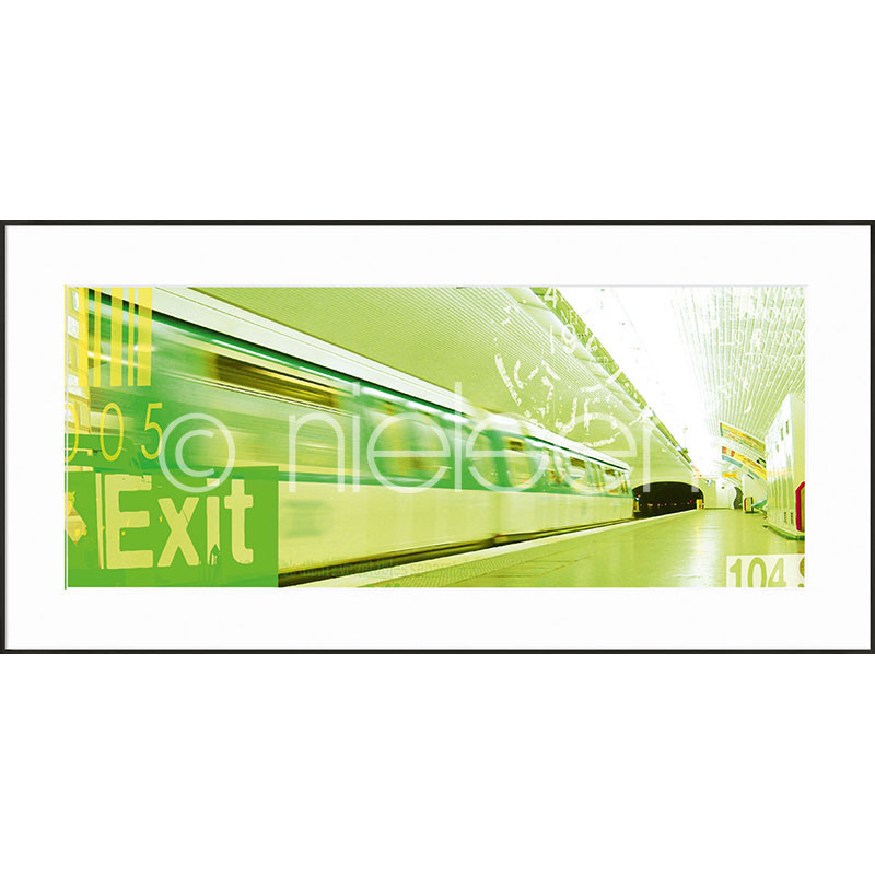 """Obramowany obraz """"Metro Station Exit"""" z ramą aluminiową C2"""