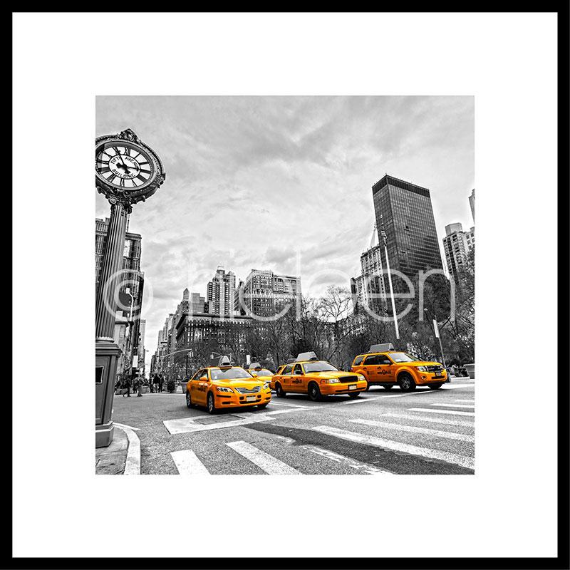 """Obramowany obraz """"New York Taxi"""" z ramą aluminiową C2"""