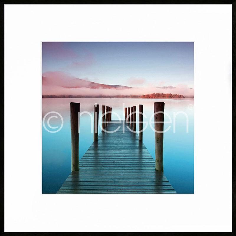 """Obramowany obraz """"Footbridge blue and red"""" z ramą aluminiową C2"""