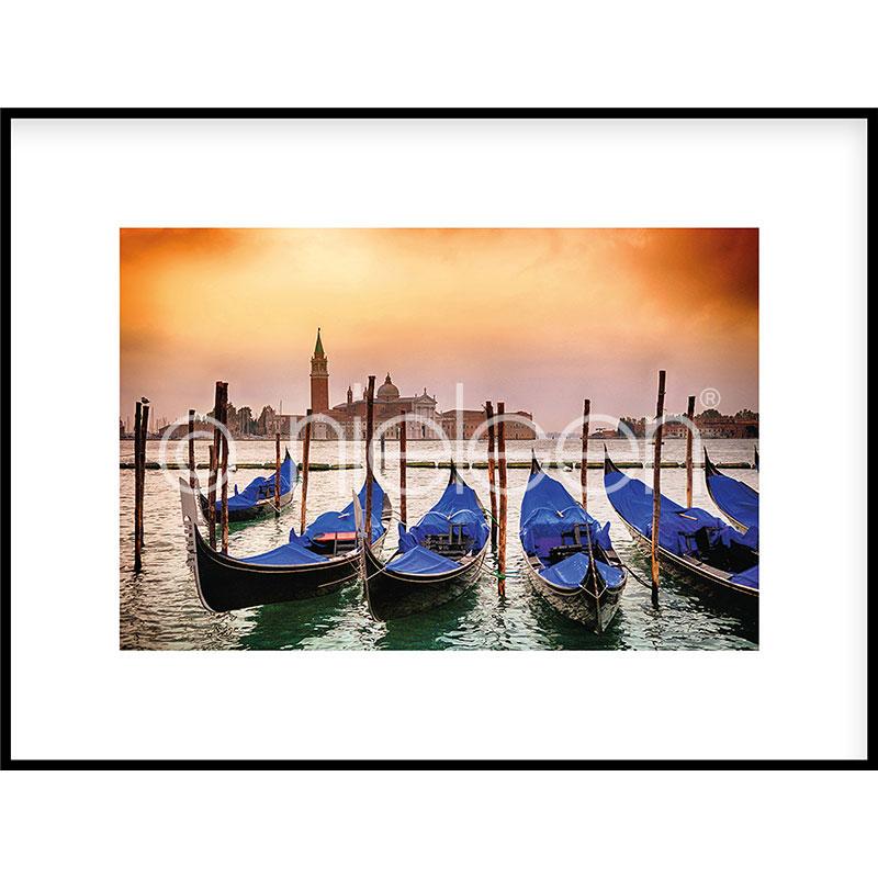 """Obramowany obraz """"Gondolas moored"""" z ramą aluminiową C2"""