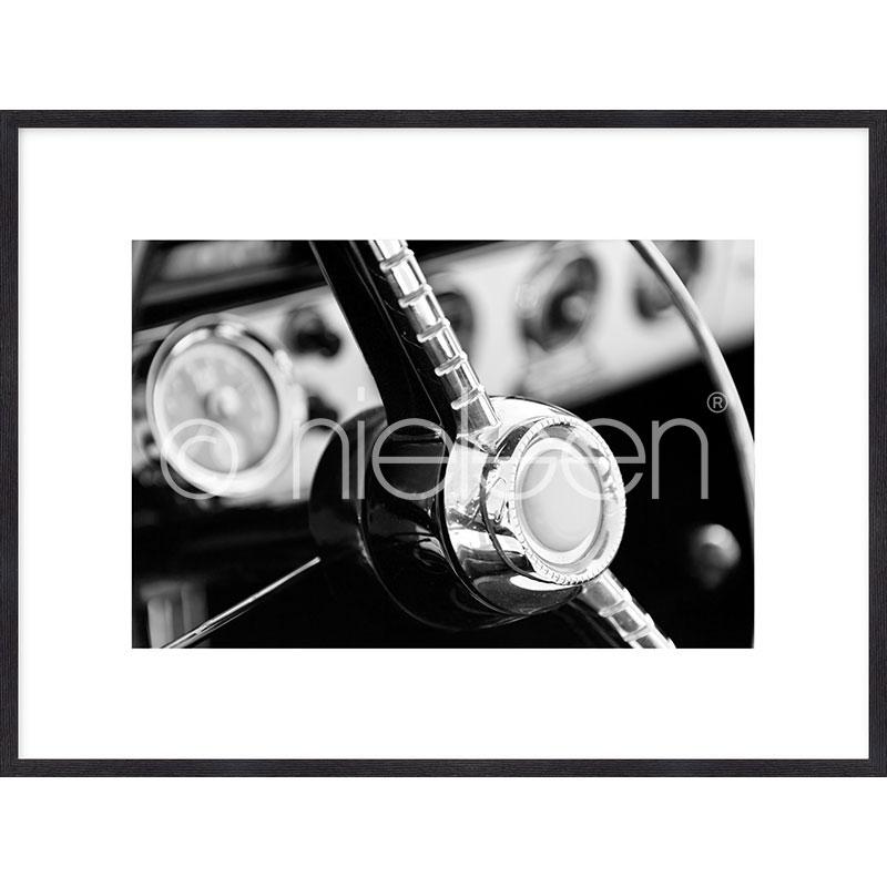 """Obramowany obraz """"Interior of Classic Car"""" z ramą drewnianą Quadrum"""