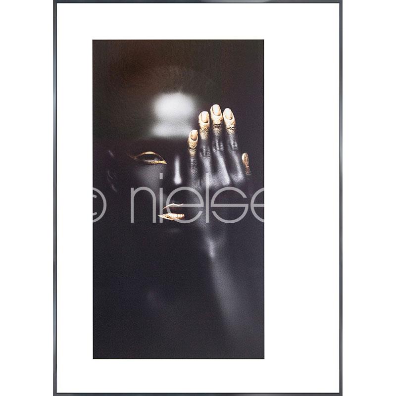 """Obramowany obraz """"Black Woman with golden Nails"""" z ramą aluminiową Alpha"""