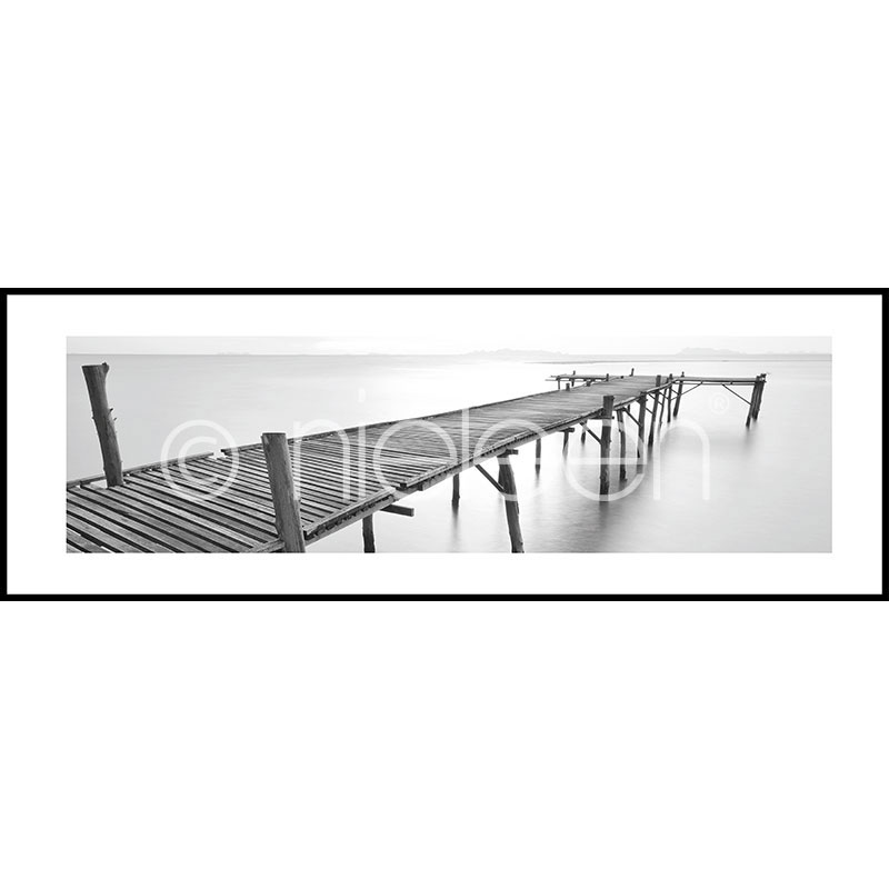 "Obramowany obraz ""Footbridge black and white"" z ramą aluminiową C2"